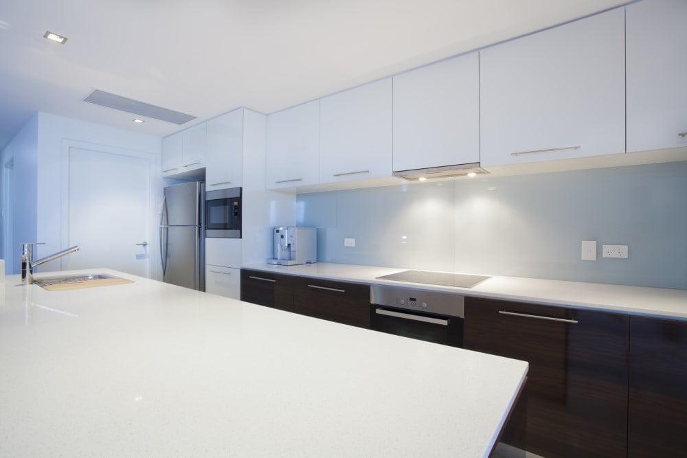 Sådan kunne et moderne køkken se ud - og ellers så find køkkeninspiration her!